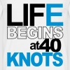 Life begins at 40 knots - Männer T-Shirt