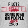 Pilots looking down - Männer T-Shirt