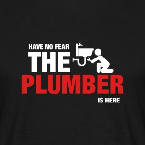 Har No Fear The Plumber Is Here - T-skjorte for menn