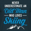Never Underestimate An Old Man Who Loves Skiing - Camiseta hombre