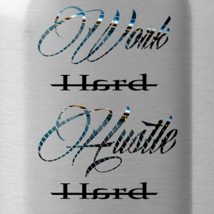 Work hard hustle hard black on white - Trinkflasche