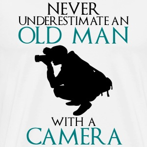 Never Underestimate Old man with camera - funny - Men's Premium T-Shirt