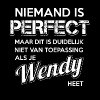 Niemand is perfect. Persoonlijk cadeau Wendy. - Mannen Premium T-shirt