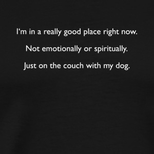 ON COUCH WITH MY DOG - Männer Premium T-Shirt
