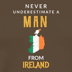 Never underestimate a Man from Ireland! - Männer Premium T-Shirt