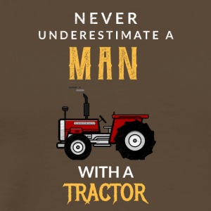 Never underestimate a Man with a tractor! - Männer Premium T-Shirt
