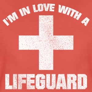 IN LOVE WITH A LIFEGUARD SHIRT - Frauen Premium T-Shirt