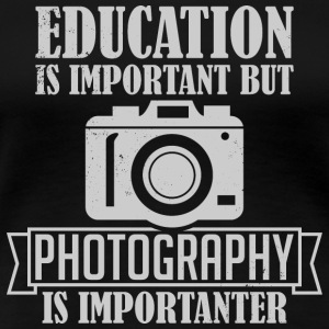 Photography is importanter - Frauen Premium T-Shirt