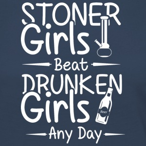Stoner grils beat druken girls any day - Frauen Premium Langarmshirt
