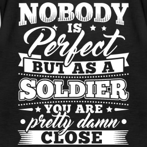 Funny Soldier Army Shirt Nobody Perfect - Frauen Premium Tank Top