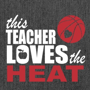 this teacher loves the heat - Schultertasche aus Recycling-Material