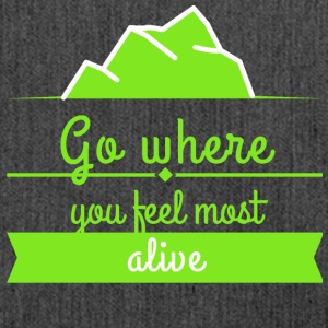 Go where you feel most alive - Schultertasche aus Recycling-Material