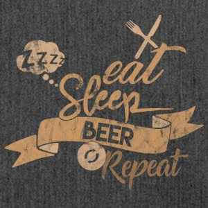 EAT SLEEP BEER REPEAT - Schultertasche aus Recycling-Material