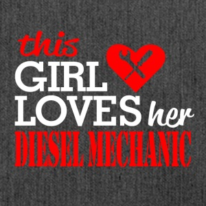 This girl loves her diesel mechanic - T-Shirt - Schultertasche aus Recycling-Material