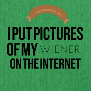 I put pictures of my wiener on the internet - Schultertasche aus Recycling-Material