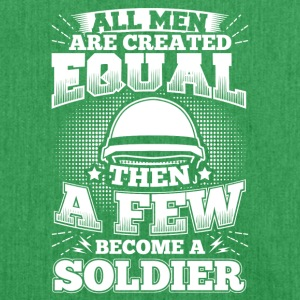 Funny Soldier Army Shirt All Men Equal - Schultertasche aus Recycling-Material