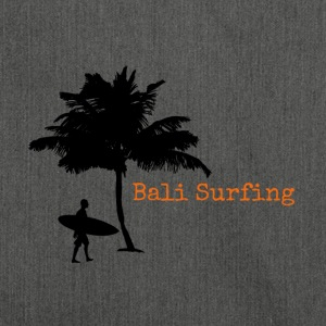 Bali Surfing Surfer mit Palme Stencil / Silhouette - Schultertasche aus Recycling-Material
