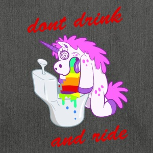 dont drink and ride unicorn - Schultertasche aus Recycling-Material