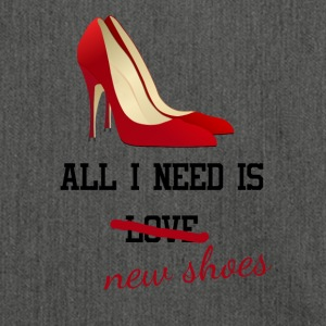 all i need is love ... new shoes. Junggesellin - Schultertasche aus Recycling-Material