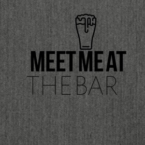 Meet me at the bar - Schultertasche aus Recycling-Material