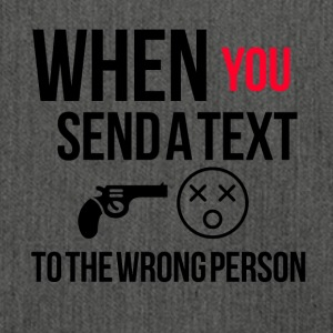 When you send a text to the wrong person - Schultertasche aus Recycling-Material