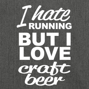 i hate running but i love craft beer - Schultertasche aus Recycling-Material
