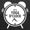 It's Yoga O'Clock - Women's T-shirt with rolled up sleeves