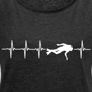 I love diving (diving heartbeat) - Women's T-shirt with rolled up sleeves