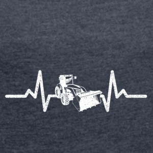 My heart beats driving for excavators! - Women's T-shirt with rolled up sleeves