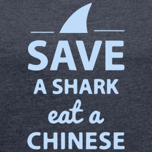 Save A SHARK EAT A CHINESE!! - Frauen T-Shirt mit gerollten Ärmeln