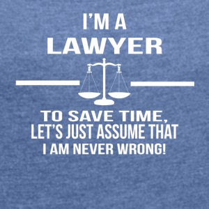 in a lawyer - Women's T-shirt with rolled up sleeves