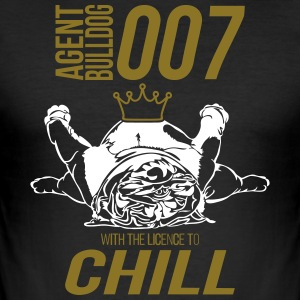 WITH THE LINCENCE TO CHILL - English Bulldog - Männer Slim Fit T-Shirt