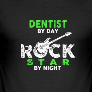 DENTIST by DAY - ROCK STAR by NIGHT - Männer Slim Fit T-Shirt