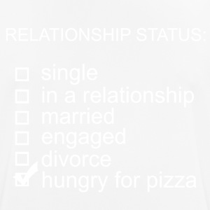 Relationship status: Hungry for pizza - Männer T-Shirt atmungsaktiv