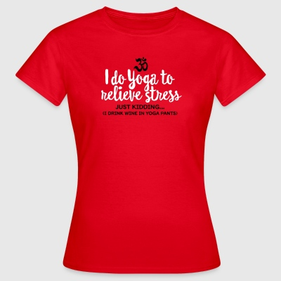 I do yoga to relieve stress - just kidding... T-Shirts - Frauen T-Shirt