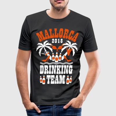 Mallorca 2018 Drinking Team Palmen Beer T-Shirt - Männer Slim Fit T-Shirt