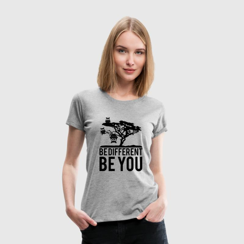 Eule Kopfüber Baum Hängen Be Different You T-Shirts - Frauen Premium T-Shirt