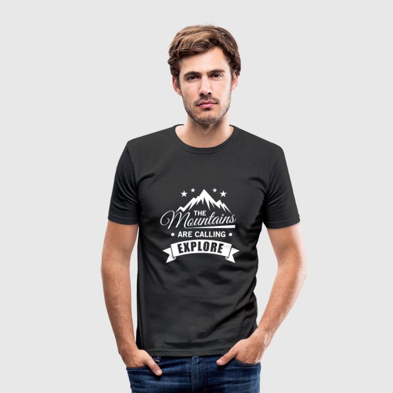 The mountains are calling explore Camisetas - Camiseta ajustada hombre