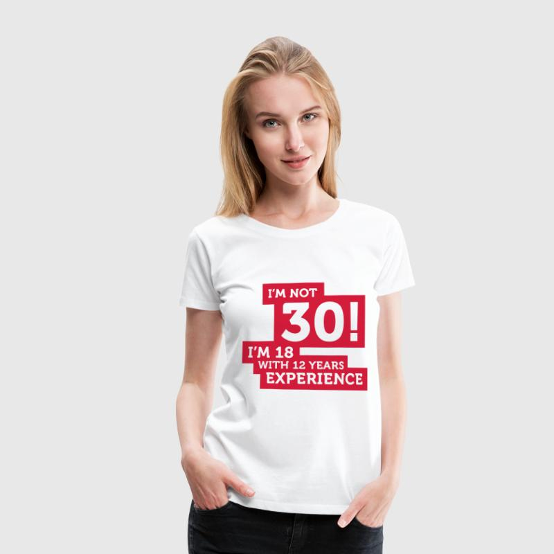 Im Not 30 Im 18 With 12 Years Of Experience (2c)++ Camisetas - Camiseta premium mujer