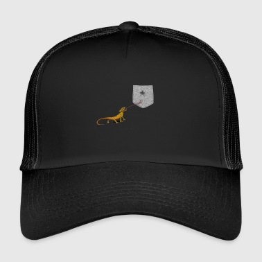 Lizard Tongue Reach For Fly i falsk lomme - Trucker Cap