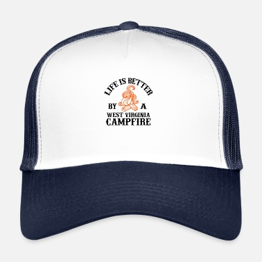 Virginia Beach La vie est meilleure par un feu de camp de Virginie-Occidentale - Trucker Cap