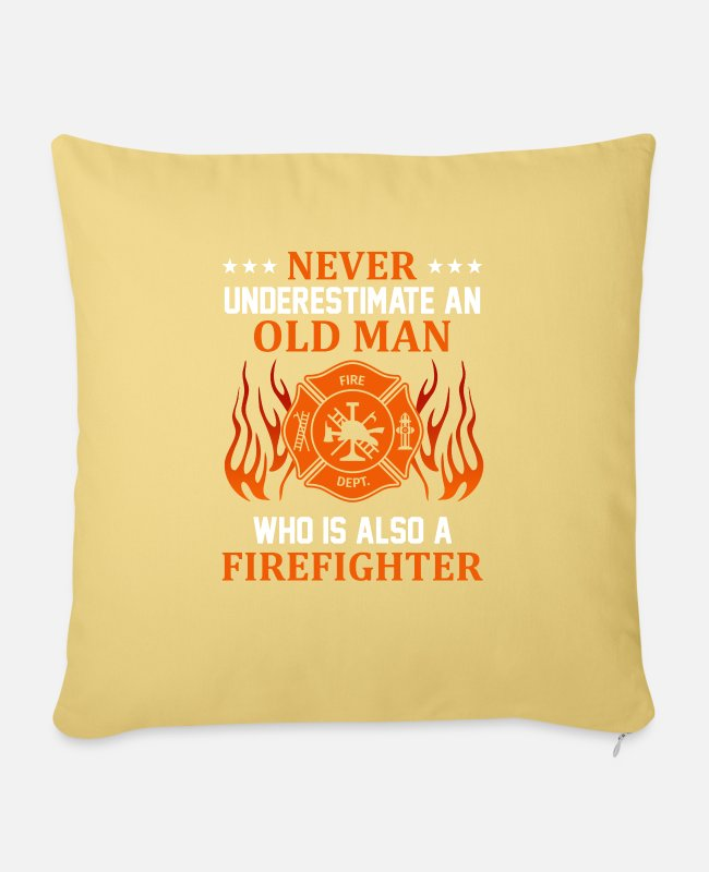 Fire Department Pillow Cases - Never Understimed An Old Man (Firefighter) - Pillowcase 17,3'' x 17,3'' (45 x 45 cm) washed yellow