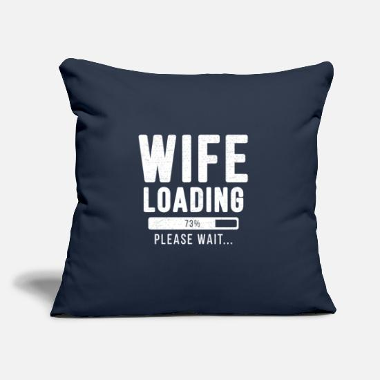 Wife Kissenbezüge - Wife loading... please wait! | Wife Shirt - Kissenhülle Navy