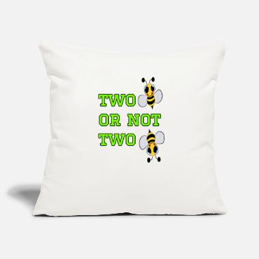 Bee to bee or not to bee - Fleeting Bee - Pillowcase 17,3'' x 17,3'' (45 x 45 cm)