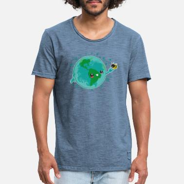 Earth and bee - Men's Vintage T-Shirt