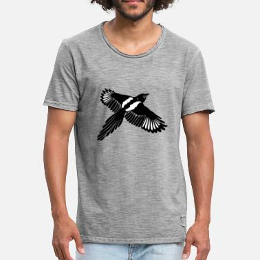 Magpie Magpie with large wings. - Men's Vintage T-Shirt