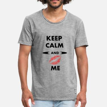 Keep Calm And Love Me Keep Calm and Kiss ME - Men's Vintage T-Shirt