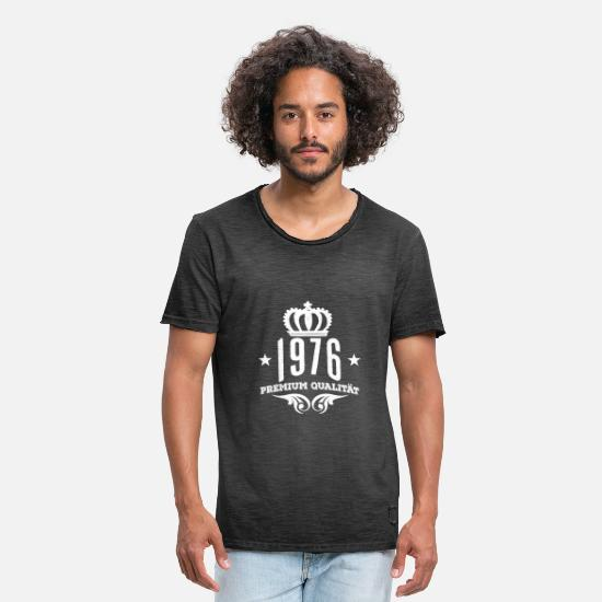 Birthday T-Shirts - 1976 Premium Quality Crown B Day Gift Shirt - Men's Vintage T-Shirt washed black