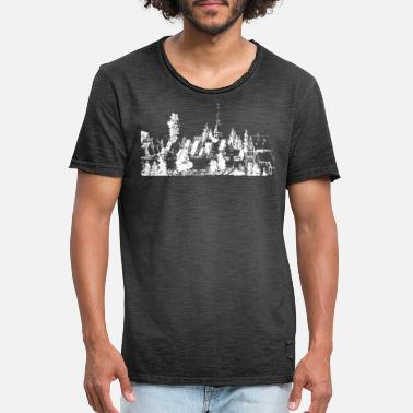 Village Home village with half-timbered houses and church - Men's Vintage T-Shirt