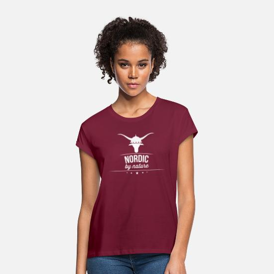 Viking T-Shirts - Nordic by nature - Women's Loose Fit T-Shirt bordeaux